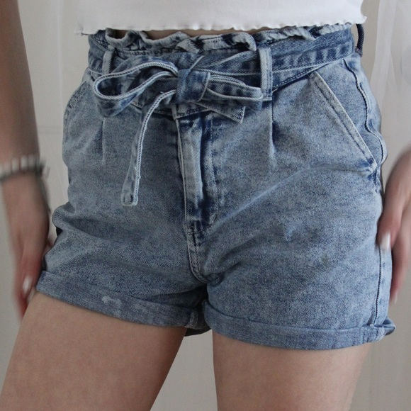Denim shorts/belt combo